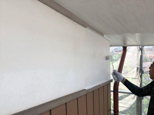 軒天 漆喰部塗装です