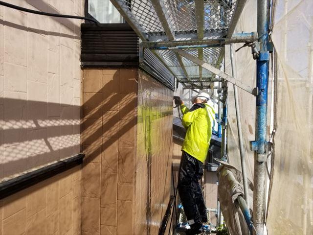 外壁の除菌高圧洗浄しています。