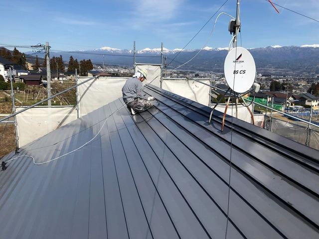 屋根の上塗り完成です