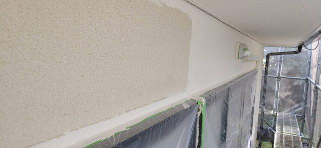 下伊那郡松川町にてスレート屋根塗装と外壁塗装工事を行います 外壁上塗り