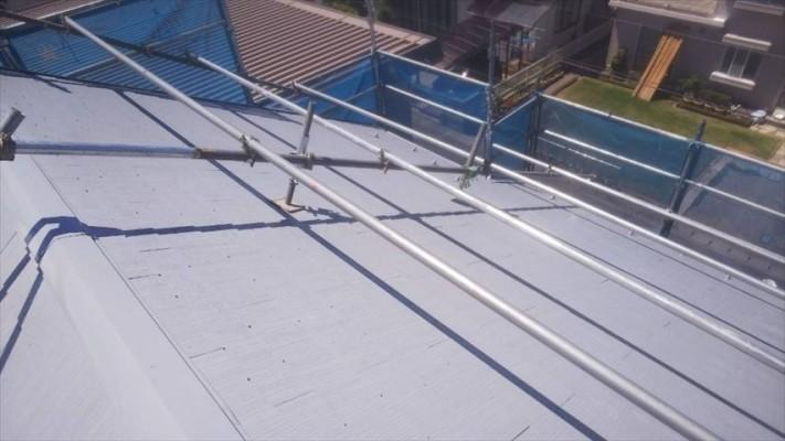 スレート屋根(コロニアル)の塗装下塗り終わりです