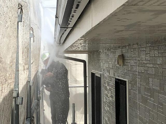 外壁除菌高圧洗浄開始です