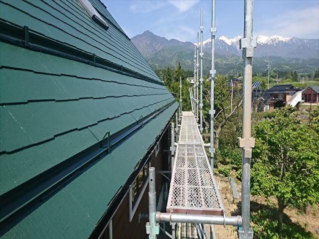 長野県中川村ログハウス屋根上塗り3