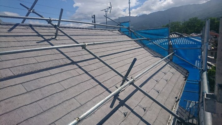 スレート屋根(コロニアル)の塗装前です