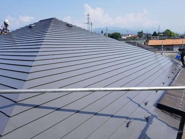 トタン屋根上塗り完成です