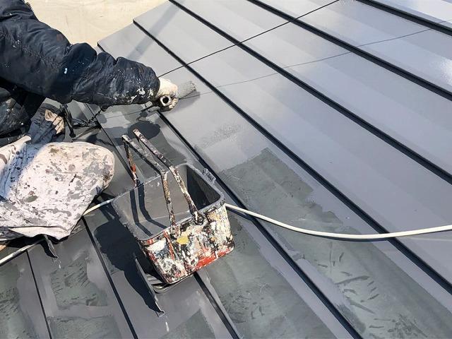 屋根の塗装、下塗り開始です