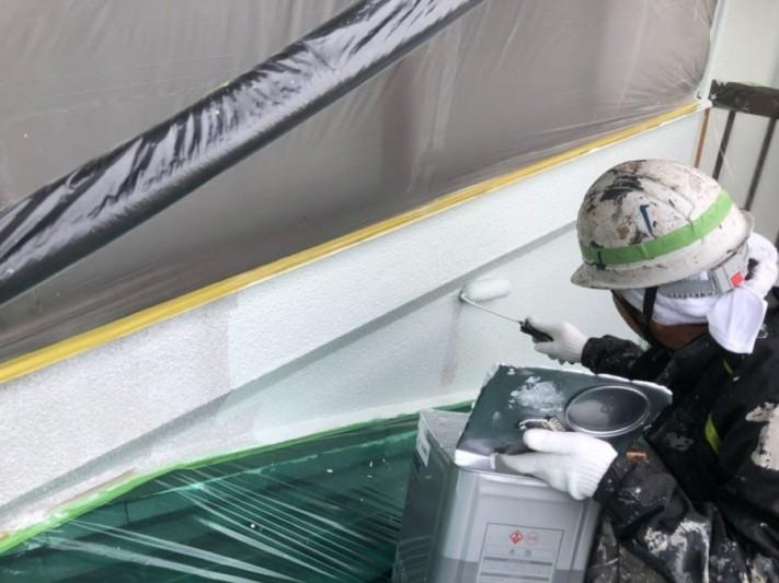 外壁中塗りしています
