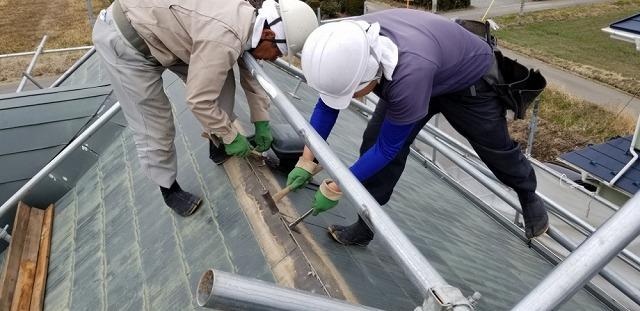 スレート屋根の撤去開始です