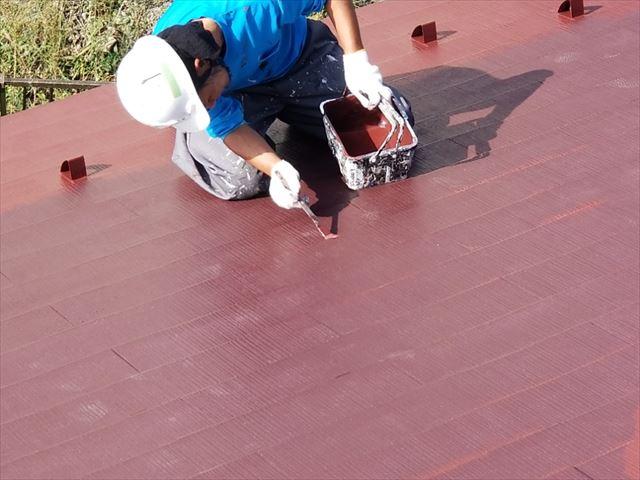 コロニアルの塗装上塗り作業してます。