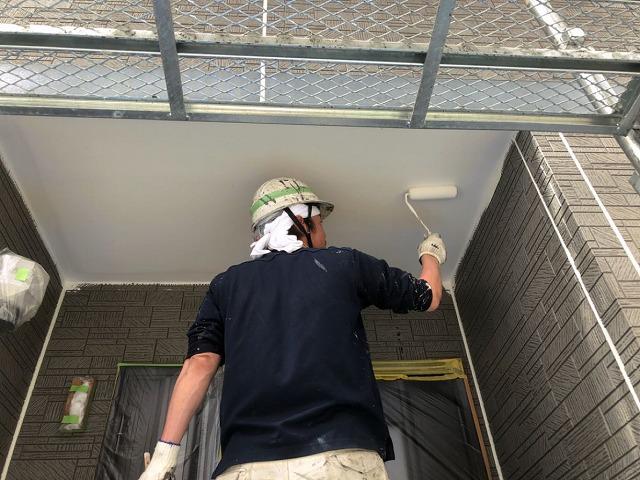 軒天ケンエース塗装開始です