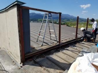 屋根上の外壁の撤去開始です。④