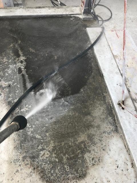 除菌高圧洗浄開始です。