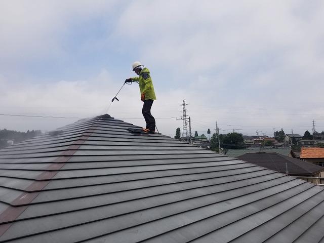 トタン屋根塗装施工前です