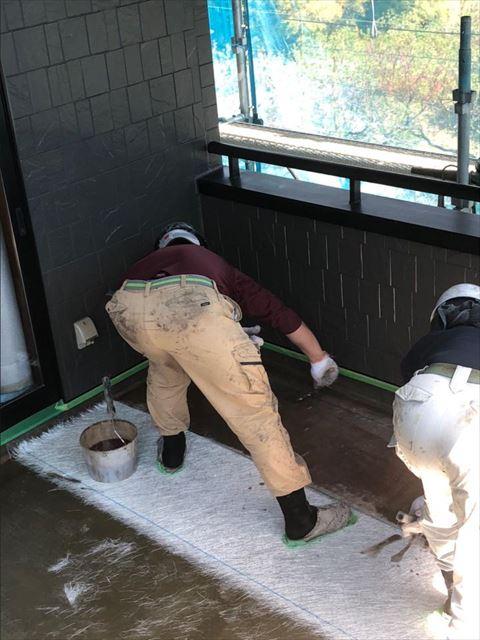 FRP防水ガラスマット設置中塗り中です