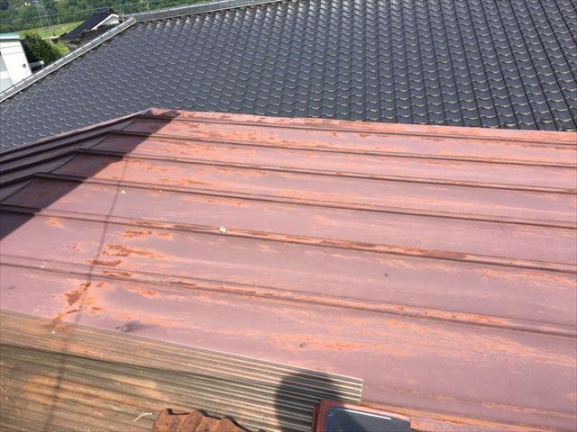 トタン屋根施工前穴です