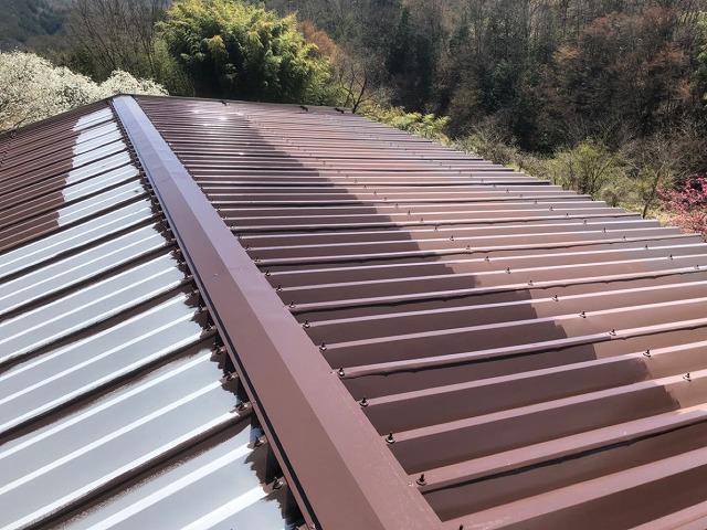 折半トタン屋根中塗り開始です