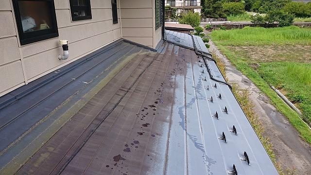 駒ケ根市トタン屋根洗浄3