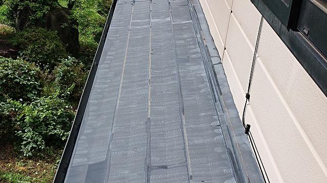 駒ケ根市トタン屋根下塗り1