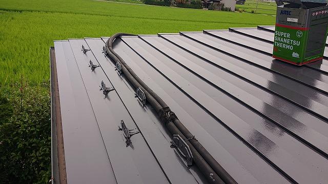 駒ケ根市トタン屋根中塗り1