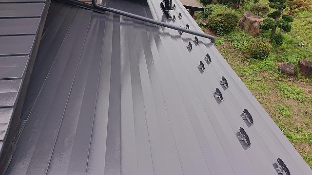 駒ケ根市トタン屋根中塗り2