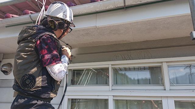 長野県駒ケ根市【遮熱塗料】外壁塗装工事 外壁養生作業