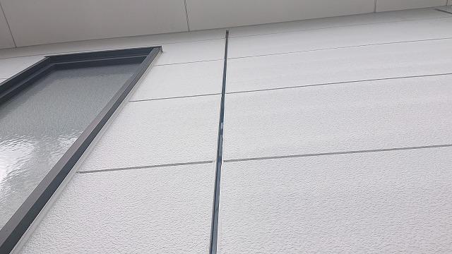 駒ケ根市の外壁屋根塗装工事で、コーキング交換工事を行います