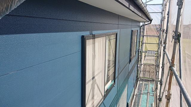 駒ケ根市で遮熱塗料を使った塗装工事!上塗り作業が開始されました!