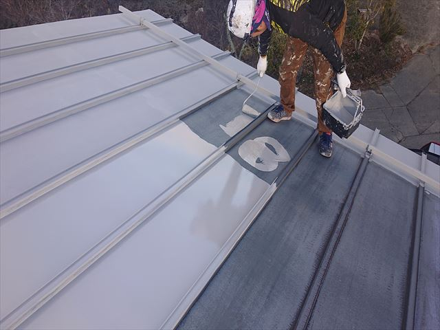 長野県下條村トタン屋根下塗り1