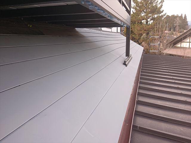 長野県下條村トタン屋根下塗り7
