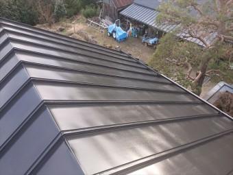 長野県下條村トタン屋根中塗り1