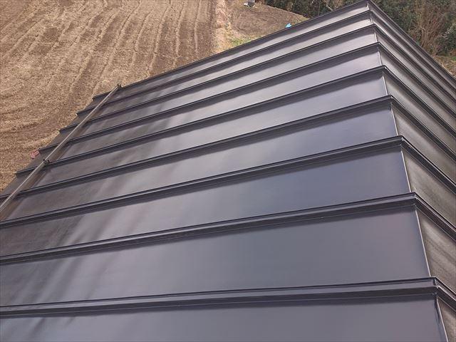 長野県下條村トタン屋根中塗り2
