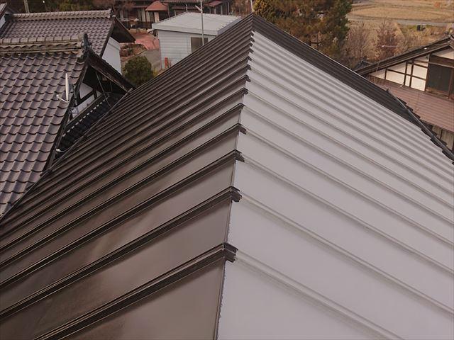 長野県下條村トタン屋根中塗り4