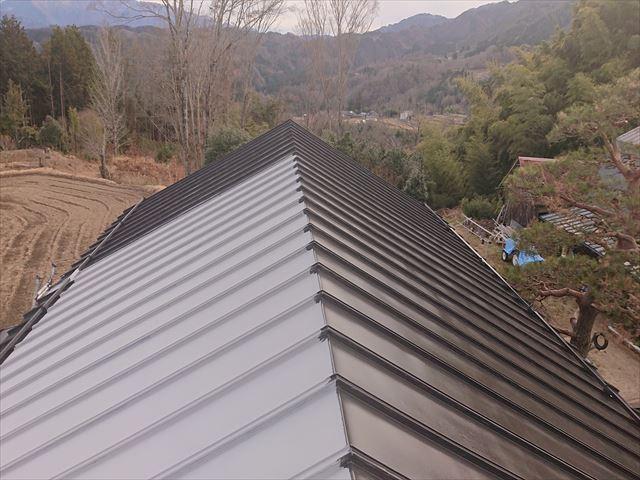 長野県下條村トタン屋根中塗り6