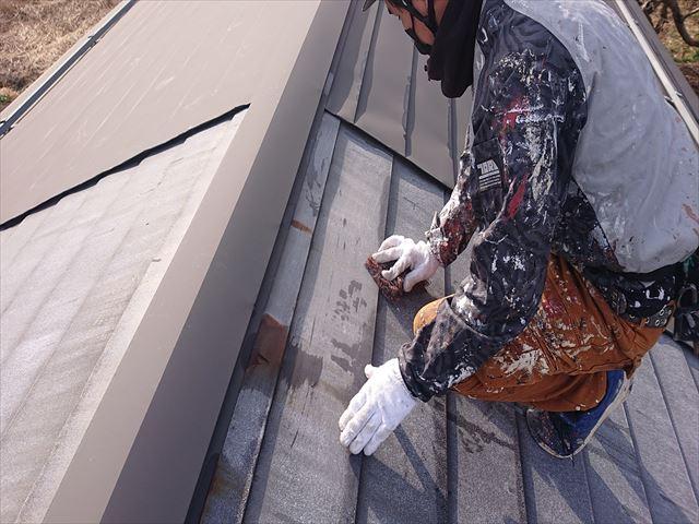 下條村白錆屋根塗装ケレン1