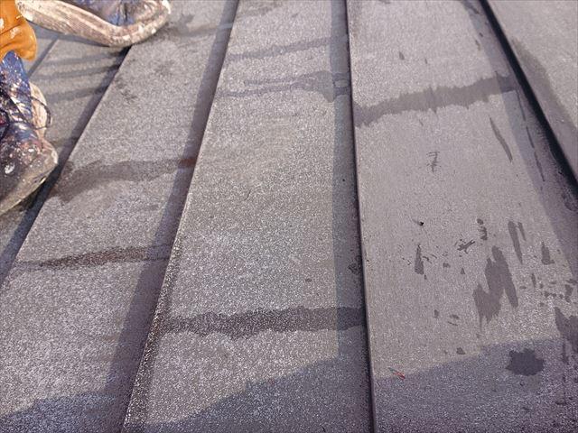 下條村白錆屋根塗装ケレン3