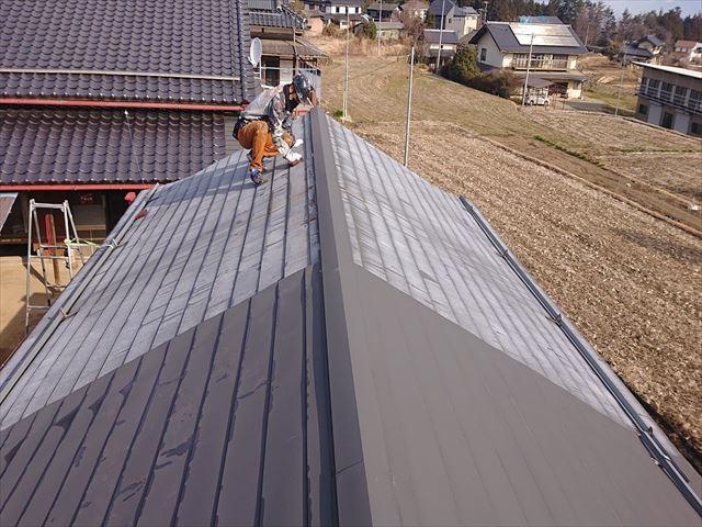 下條村白錆屋根塗装ケレン4
