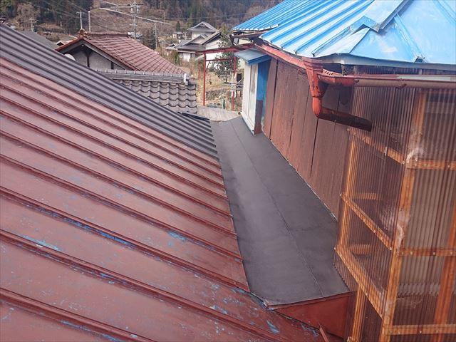 大瀬木トタン屋根下塗り1