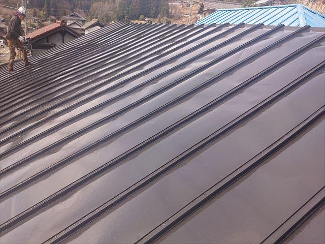 大瀬木トタン屋根上塗り1