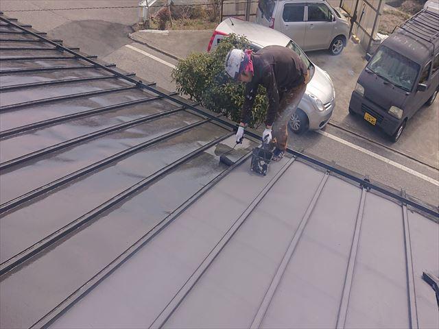 大瀬木トタン屋根上塗り4