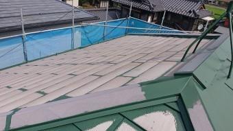 飯田市上殿岡 屋根外壁木部塗装 屋根中塗り4