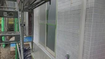 飯田市北方外壁塗下塗り作業1