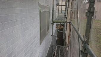 飯田市北方外壁塗下塗り作業4