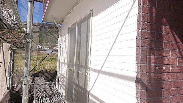 飯田市北方外壁塗中塗り作業1