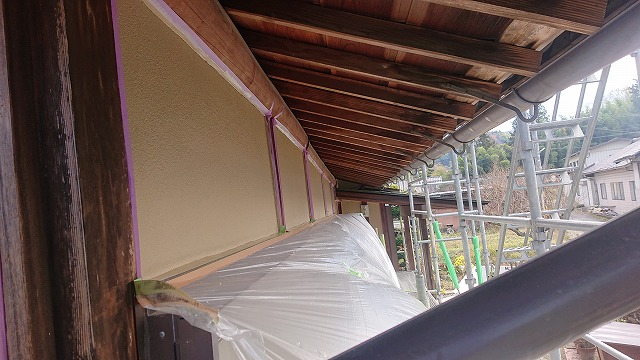 飯田市下久堅外壁塗装中塗り1