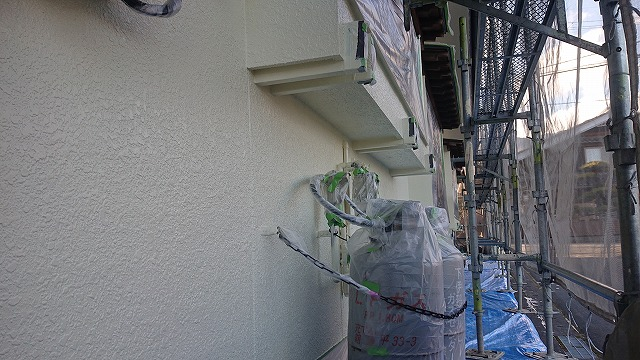 松川町外壁塗装中塗り1