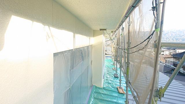 松川町外壁塗装中塗り5