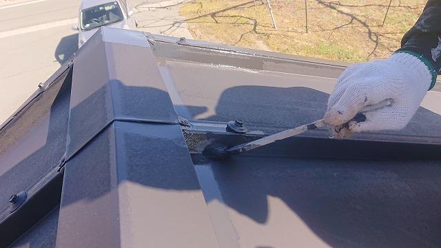 松川町トタン屋根中塗り3
