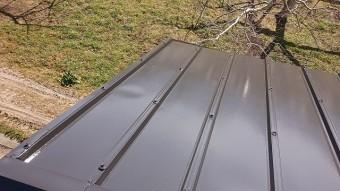 松川町トタン屋根上塗り1