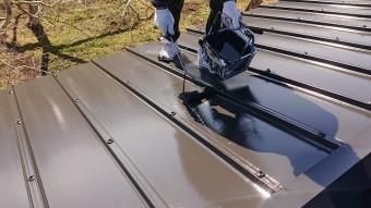 松川町トタン屋根上塗り2