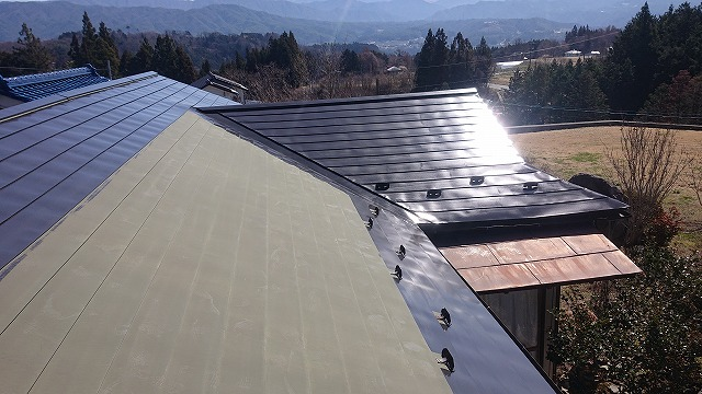 中川村トタン屋根塗装下塗り2